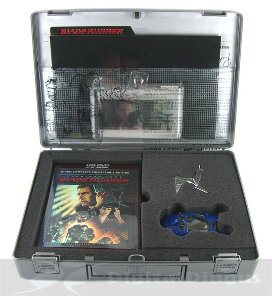 Blade Runner (Ultimate Collector's Edition HD DVD) - Briefcase Opened